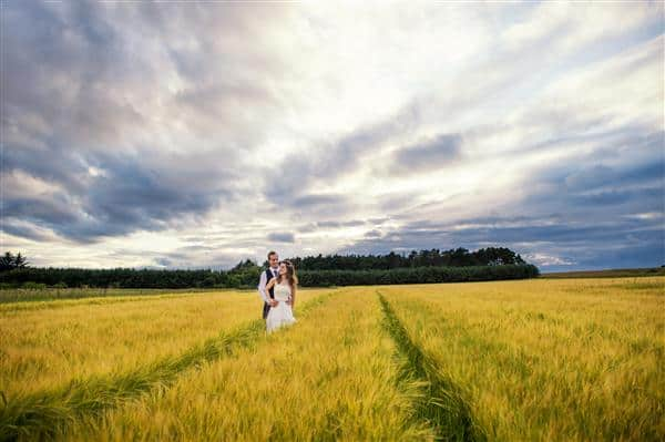 Natural Wedding Photography in a Wheat Field