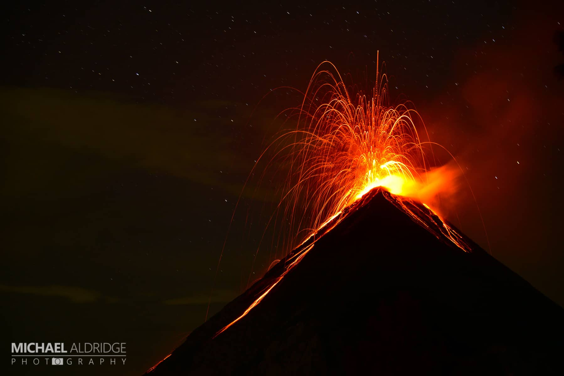 Volcan de fuego eruption by night