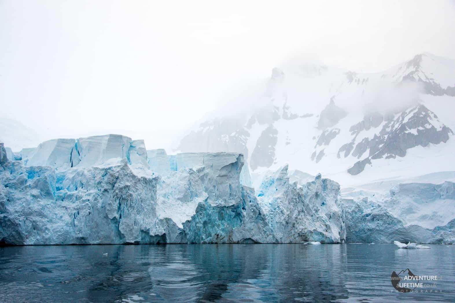 Antarcticas Mountain and Glacier